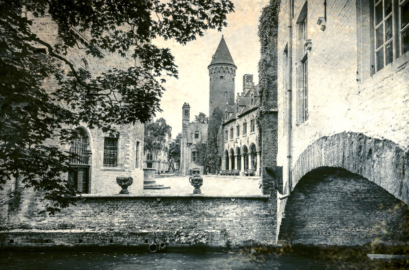 Brugge- canals and buildings